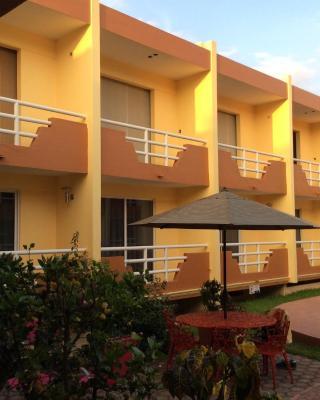 Hotel La Media Luna Inn