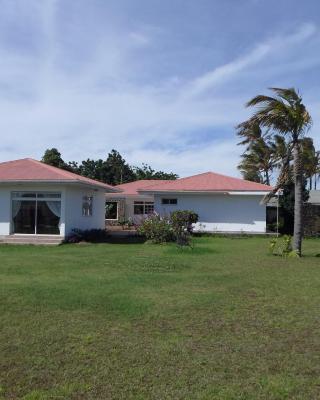 Manureva Lodge
