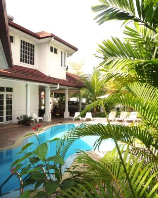 Rumah Putih Bed & Breakfast near KLIA & KLIA 2