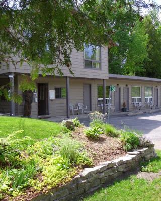 Peacock Villa Motel
