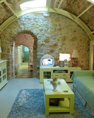 St. George Sykoussis Traditional Residence