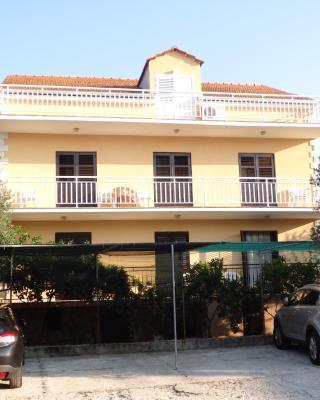 Apartments Ivan & Ana