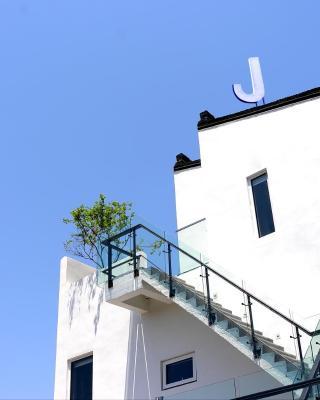 J Hotel Resort