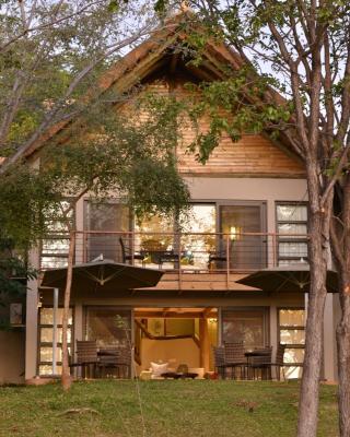 Victoria Falls Safari Suites