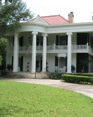 Belle Oaks Inn