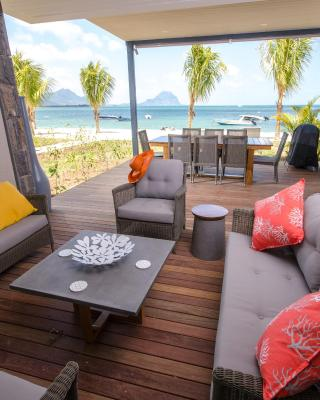 L'Escale 3 bedrooms Sea View and Beachfront Suite by Dream Escapes