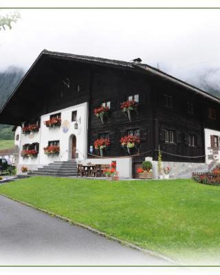 Haus Lucas Tschofen