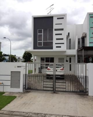 Comfort Holiday Home @ Bukit Indah