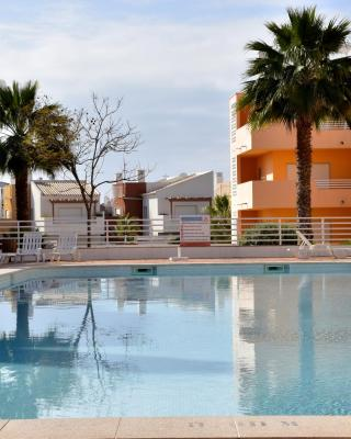 Royal Cabanas Golf Apartments - Banda Musical
