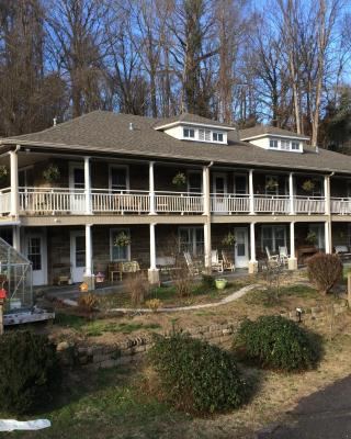 Calhoun House Inn & Suites