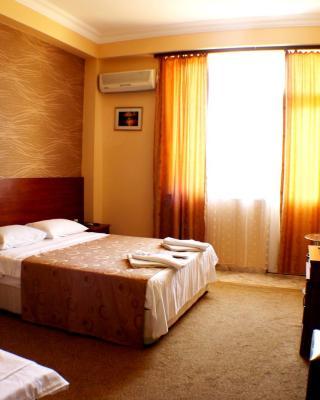 Hotel Condori
