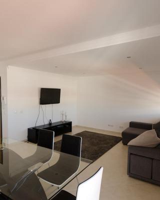 Modern 2 Bed Apart. 5km Carvoeiro