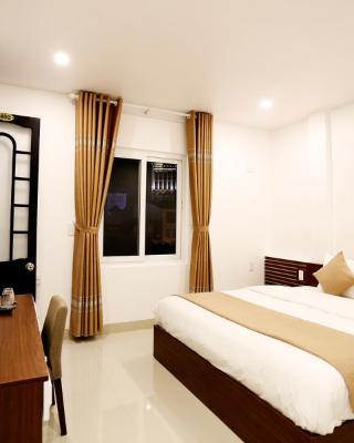 Moon & Sun Hotel