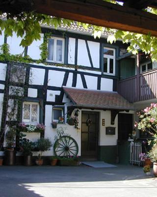 Haus mit Garten in idyllischer Hofanlage