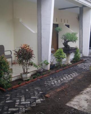 Puri Amalia Guesthouse