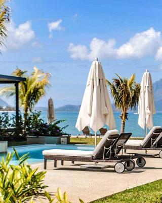 L'Escale 3 bedrooms Sea View and Beachfront Suite by Dream Escapes