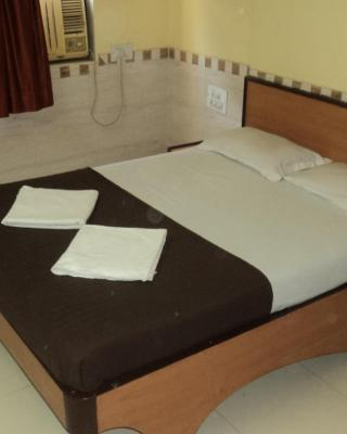 Girija Payyade Hotel