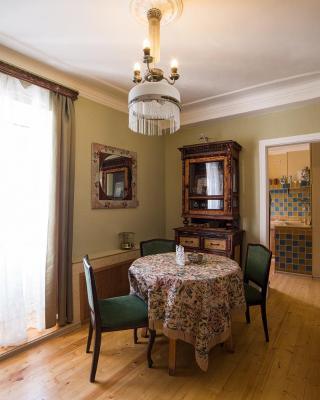Central Vintage Apartment