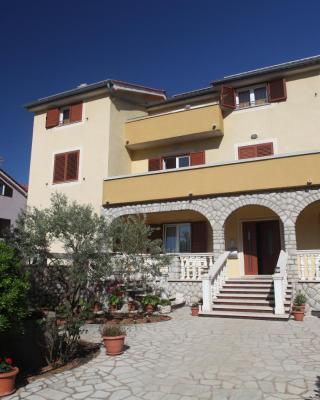 Cres Sučić Apartments