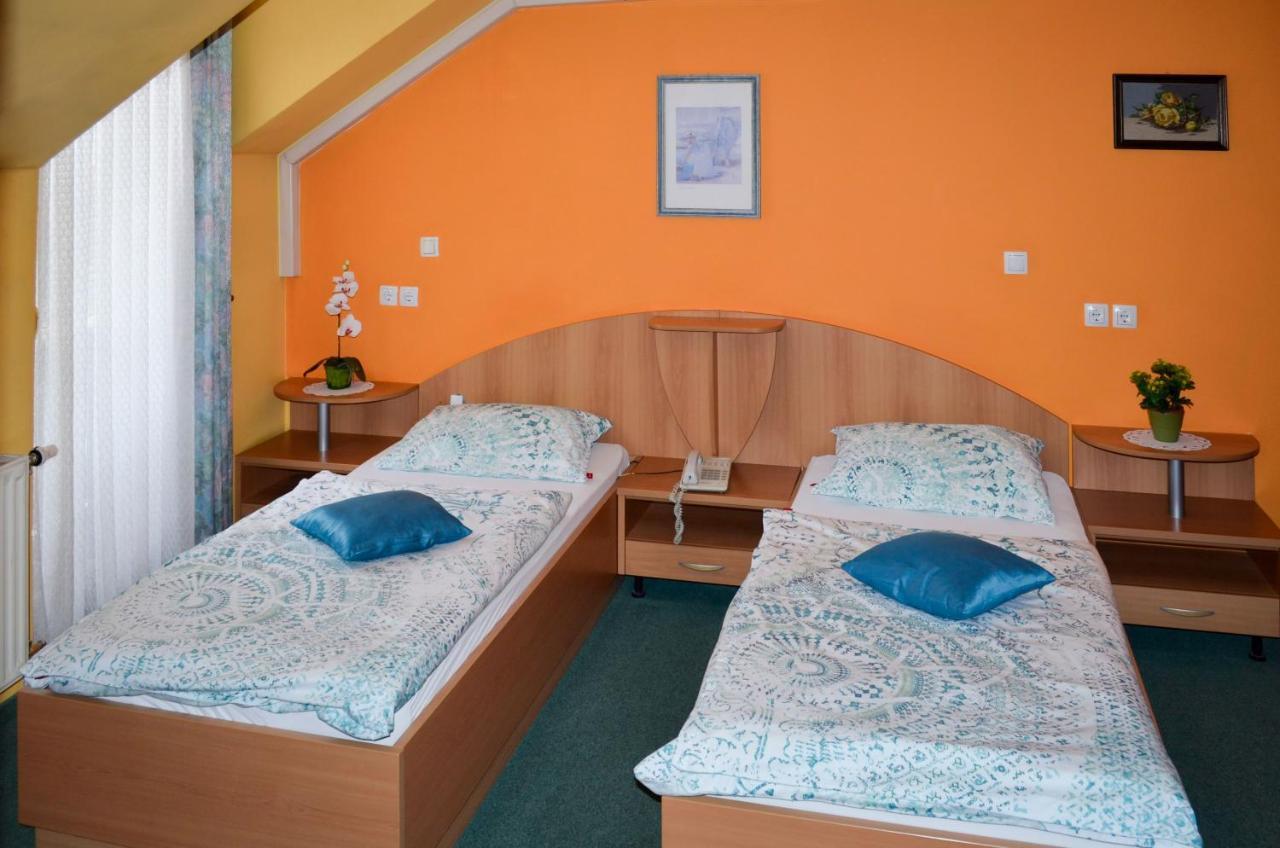 Sehr einfache eingerichtete Zimmer, aber sauber.   Bewertung für ...