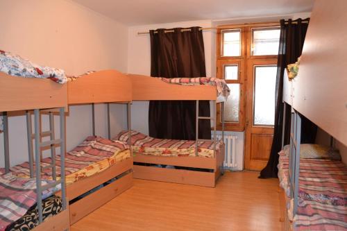 Hostel near Druzhby Narodiv metro station