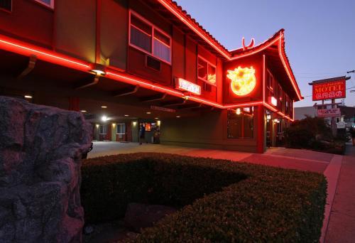 Royal Pagoda Motel