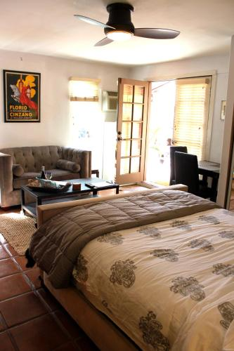 Beverly Grove Studio Guesthouse