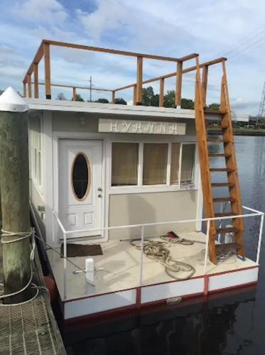 Houseboat Hyanna