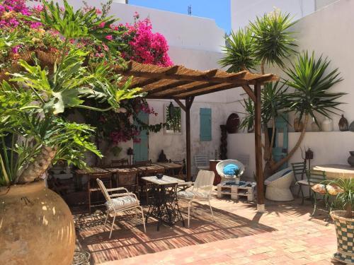 Casa dos Arcos - Boutique Hostel & Suites