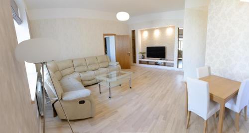 Luxury Beach-Parkside Apartment