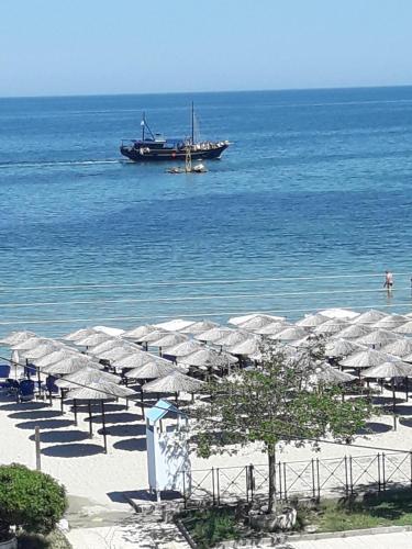 Christos & Maria Seaside Apartment