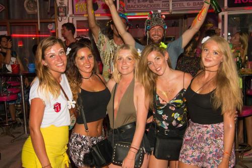 Wild & Wandering Backpacker Hostel & Bar