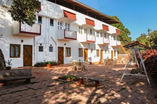 1 BR Guest house in Mahabaleshwar, by GuestHouser (CF7B)