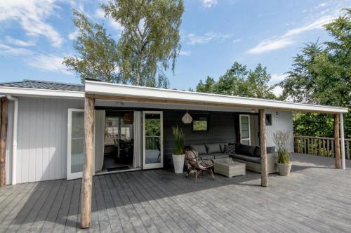 Strand Lodge 40