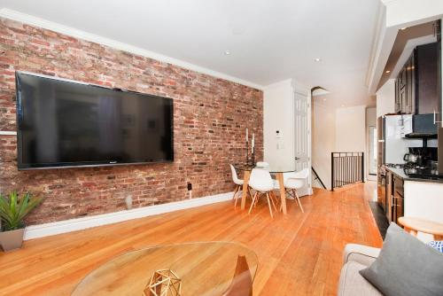 Sunny & Luxurious West Village Residence - 3 Bedrooms!