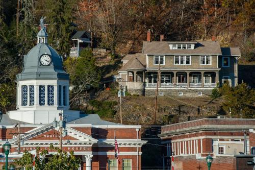 Marshall House Inn