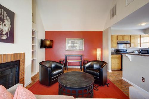 2 Bedroom Central Downtown Condo by AustinStays