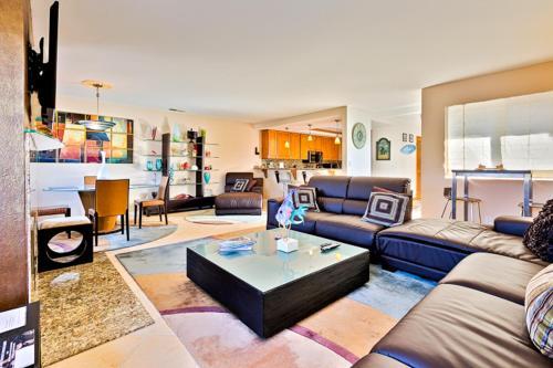 NB-613 - Modern Balboa Beach House Three-Bedroom Apartment