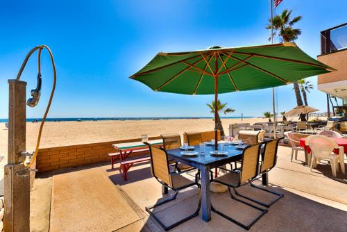 NB-4103A - Newport Beachfront Bliss I Four-Bedroom Apartment