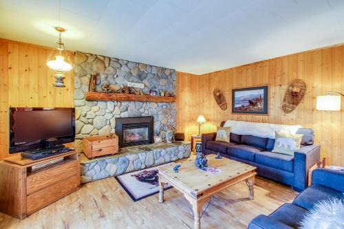 Spruce Grove Bear's Den Cabin