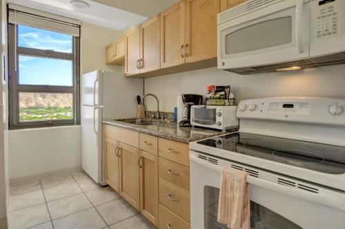 Waikiki Banyan Tower 2 Suite 3214