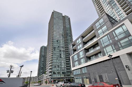 Royal Stays Furnished Apartments - Missisauga City Centre