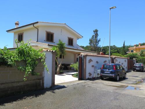 House near the sea of Rome