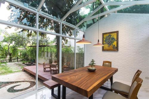 Glass room house