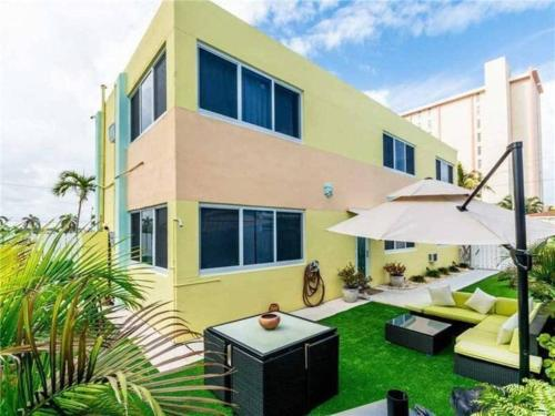 Hollywood Beachfront House