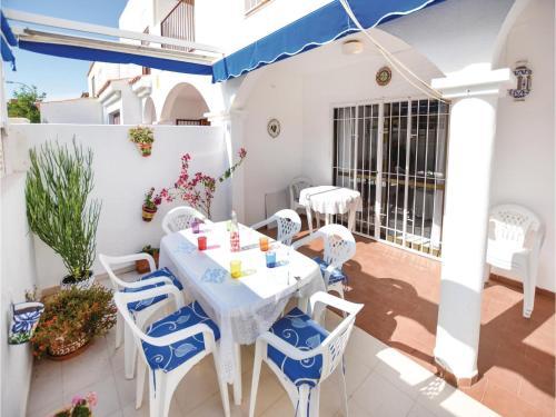Three-Bedroom Holiday Home in Roquetas de Mar