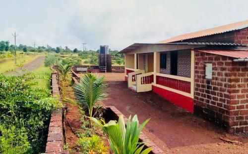Divekar Aamrai - A farmhouse in the arms of Kokan