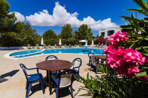 Description for a11y. Apartamentos Barbarroja - Formentera Break