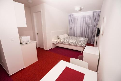 Skylux Apartments
