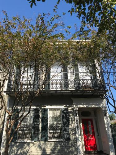 1850 Creole Townhouse, French Quarter adjacent